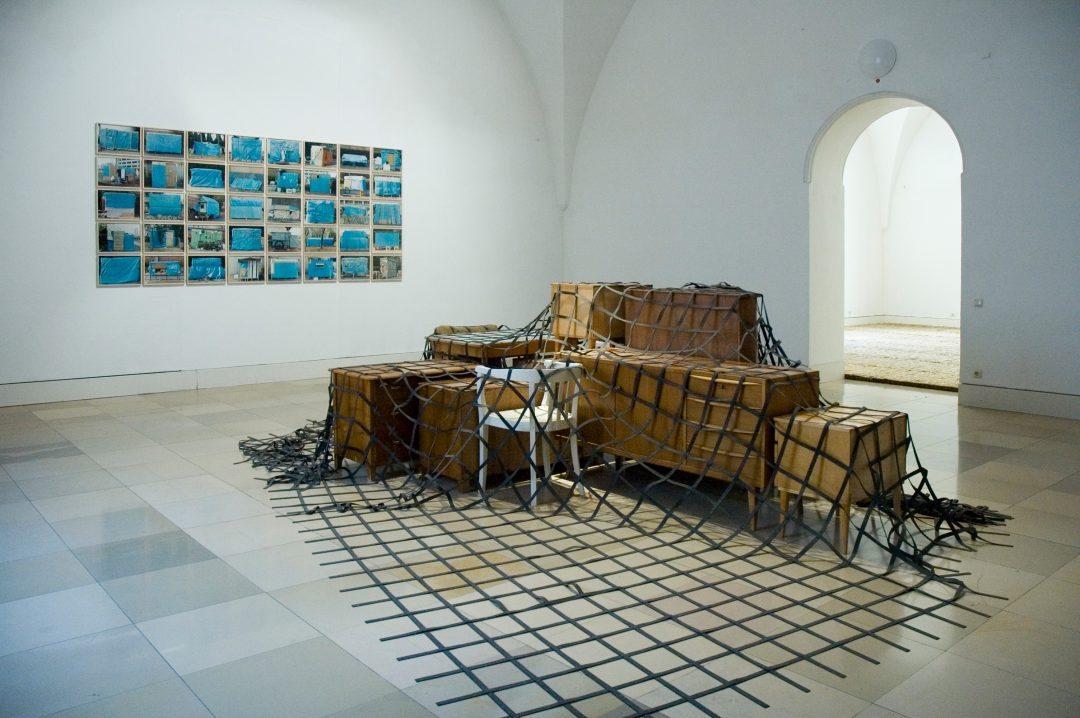 Michael Lukas, Tisch-Stuhl-Schrank-kein Bett, Galerie der Künstler, 2009